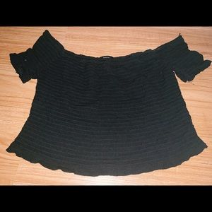 ruffle black crop
